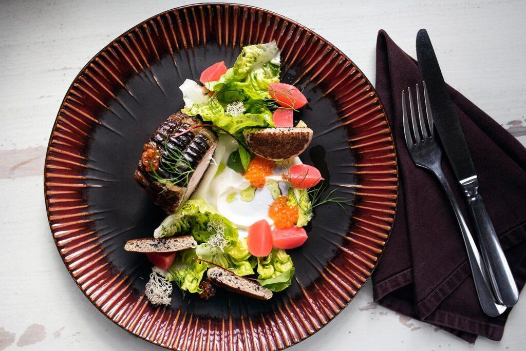Danie w restauracji 16 stołów