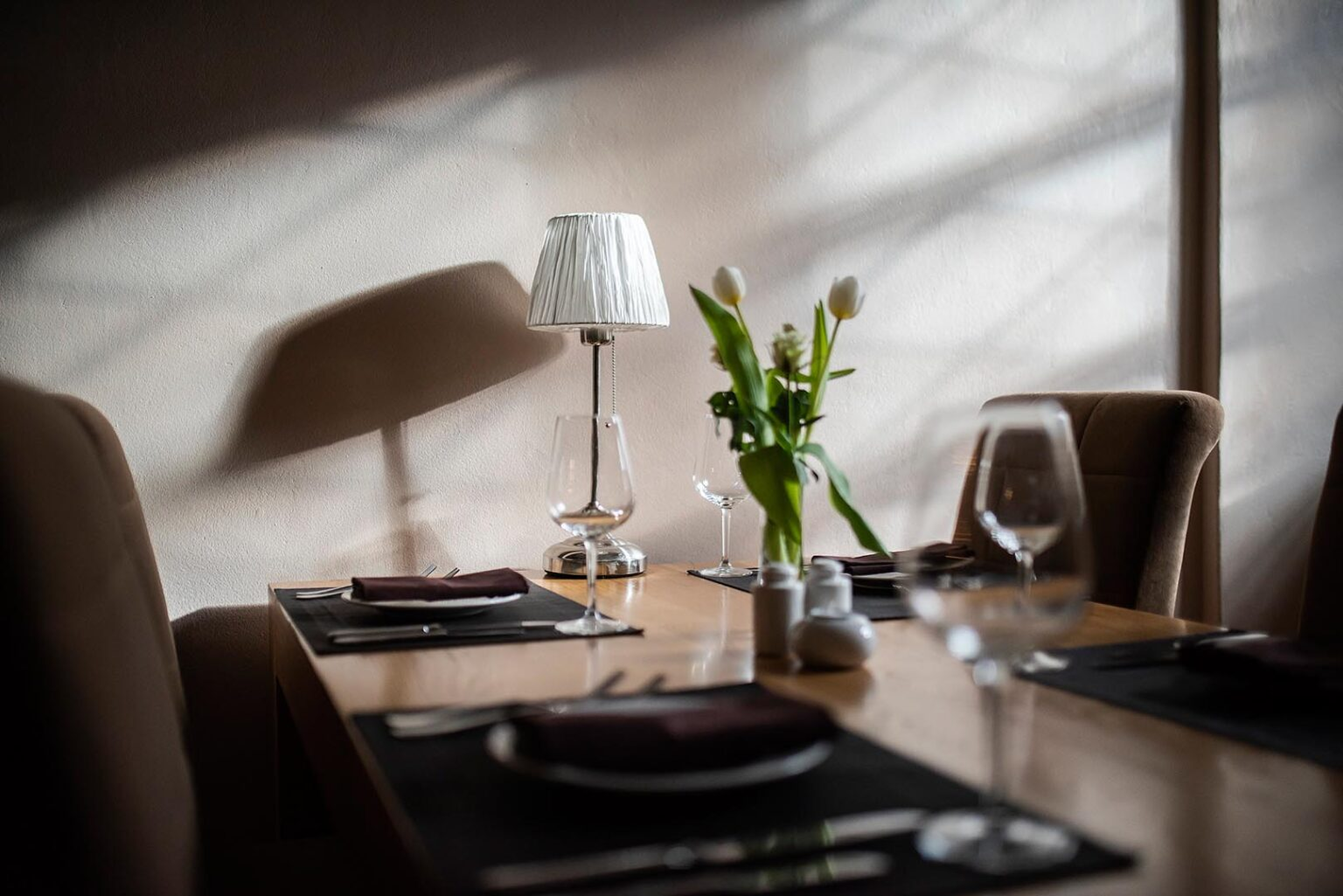 Wnętrze restauracji 16 stołów