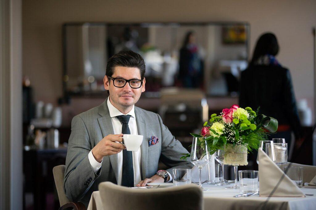 Dyrektor Hotelu Ilan i restauracji The Olive