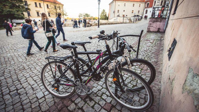 Rowery na Placu Po Farze