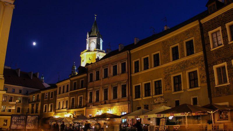 Stare Miasto w Lublinie nocą.