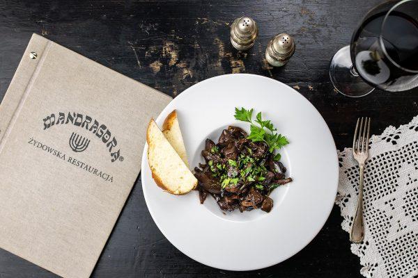 Danie i karta menu w restauracji Mandragora