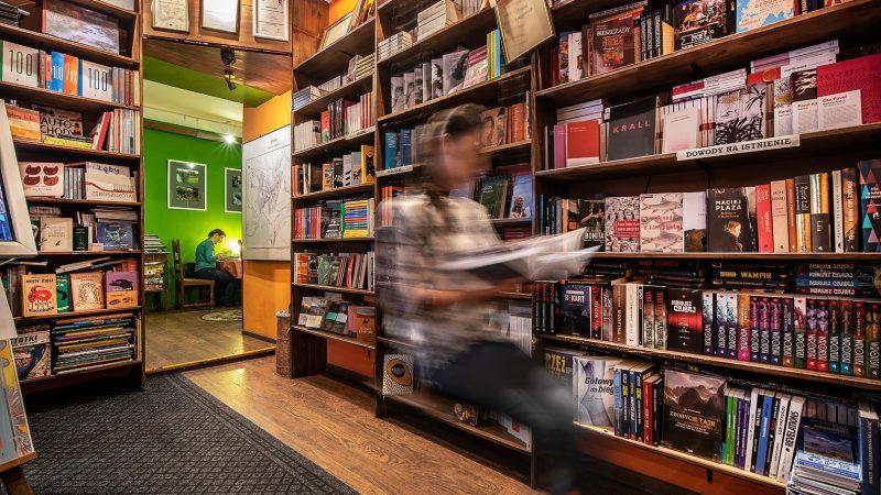 Wnętrze ksiegarnio-kawiarni Między Słowami