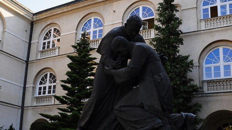 Pomnik Jana Pawła II i prymasa tysiąclecia Stefana Wyszyńskiego