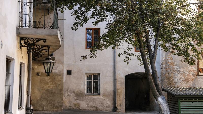 Zamtuzy-Luparny-I-Lues-Historia-Domow-Uciech-w-Lublinie