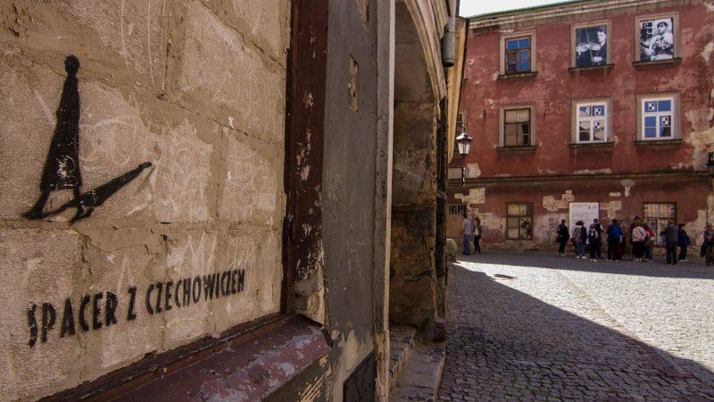 Mural na ścianie kaminicy staromiejskiej